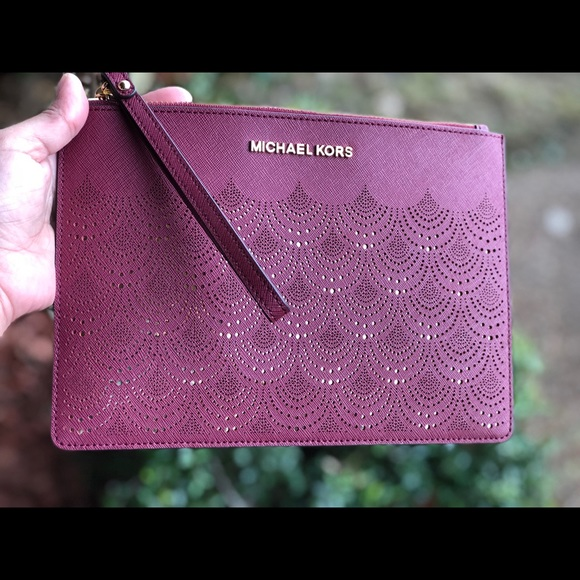 f67b52688aa5 Michael kors jet set travel XL zip clutch mulberry